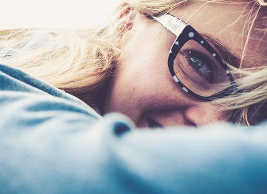 Plusieurs marques vous permettent d'essayer vos lunettes directement chez vous