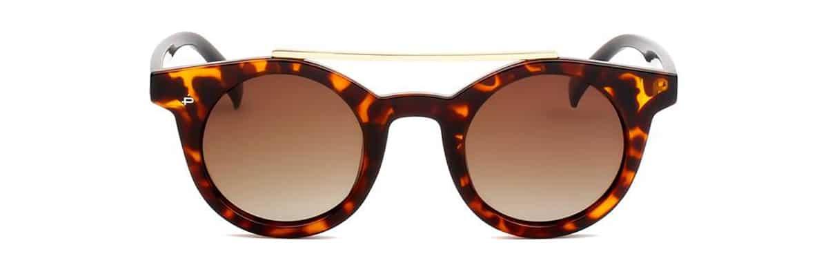 Des lunettes de soleil de la marque privé revaux