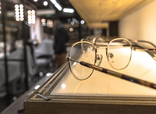 La Shaperie associe barbes et lunettes