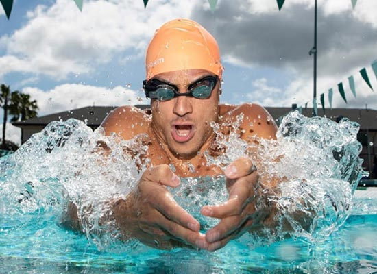 form swim goggles, des lunettes de natation intelligentes - homme natation piscine 2