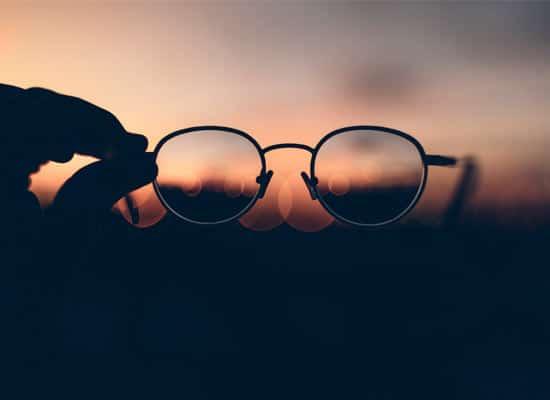 signification des lunettes dans les reves carre