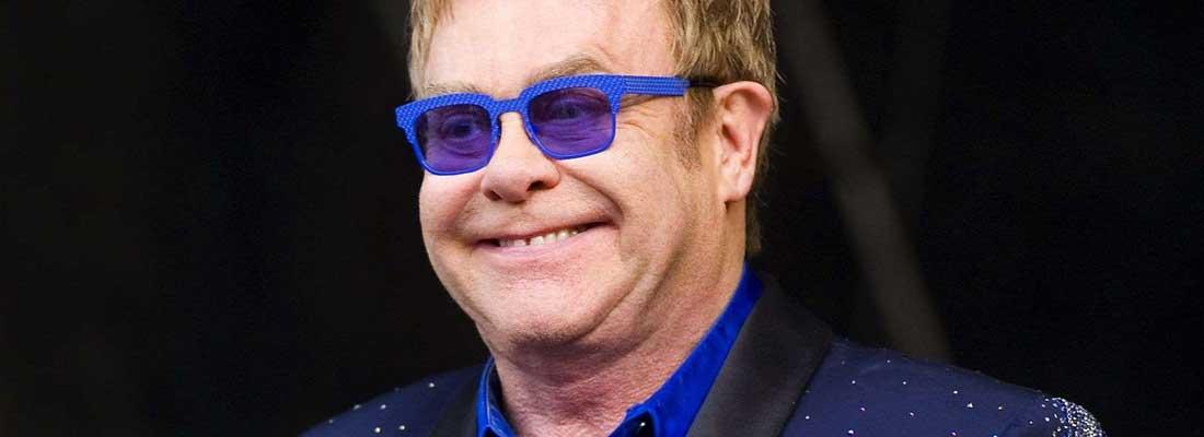 tendances-lunettes-noires-tapis-rouges-elton-john-banniere