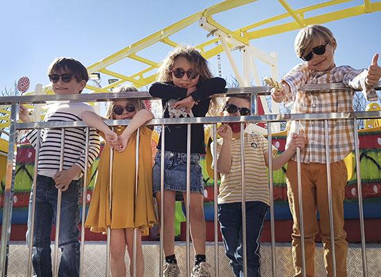 Enfants à la fête foraine, illustration lunettes Kids & Teens de Jean-François REY