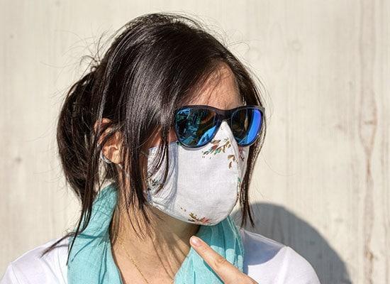 femme-portant-un-masque-et-des-lunettes-sans-buée