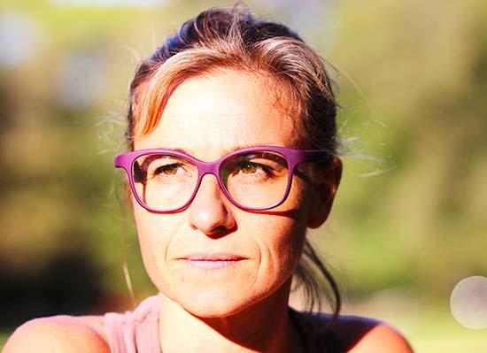 serenity-Ellcie-Healthy-femme-portant-des-lunettes