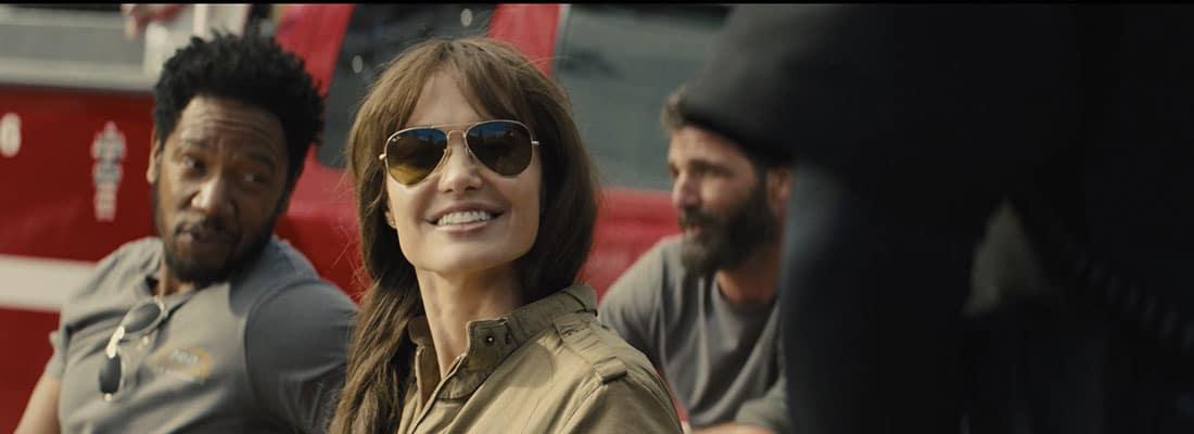 cannes-les-lunettes-font-leur-cinéma-en-2021-angelina-jolie-dans-those-who-wish-me-dead